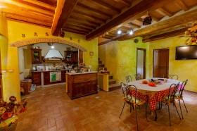 Tuscany, farmhouse for sale [864]
