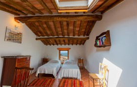 Houses for sale in Tuscany [80]